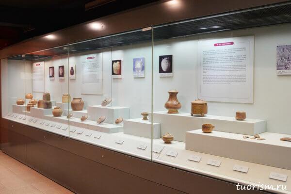 экспозиция, посуда, китайская посуда, древняя посуда, Китай, Гонконг, музей, музей при гробнице, pottery, China, food vessels, storage vessels, ancien China, Lei Cheng Uk Han Tomb, museum, Hong Kong