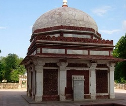 Mogila-Imama-Zamin-Deli-Indiya