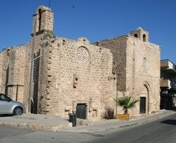 Cerkvi-bliznecy-famagusta-dostoprimechatelnost-gazimagusa
