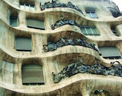 Dom-Mila-balkony-barselona
