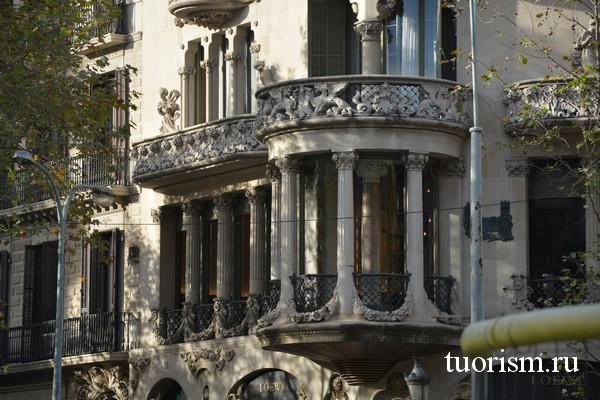 Балкон дома Льео-Морера в Барселоне