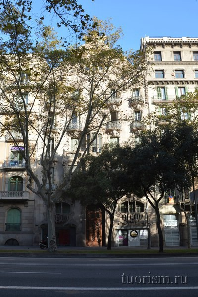Дом Комалата в Барселоне (Casa Comalat)