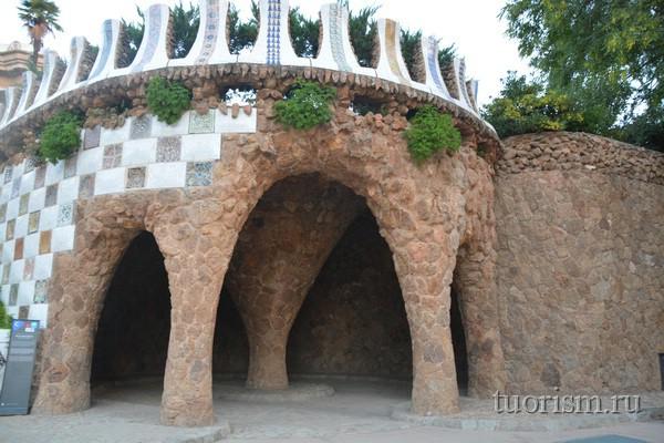 Парк Гуэля: грот справа, Барселона
