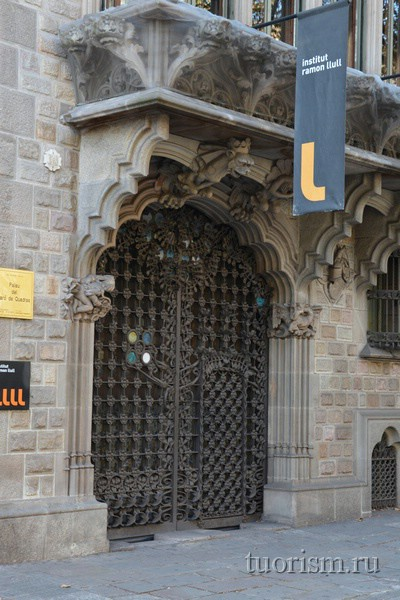 Дворец барона Куадраса, дверь, Барселона