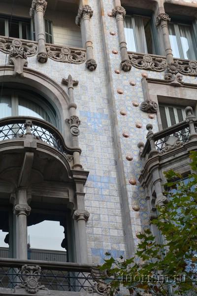 Дом Томаса, Барселона, украшение фасада