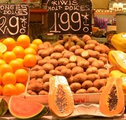 Бынок Бокерия в Барселоне, фрукты