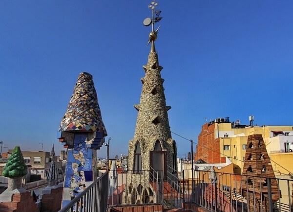 Дворец Гуэля, крыша