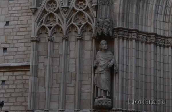 Базилика Санта Мария дель Мар, статуя