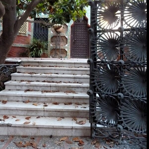 Ворота дома Висенса, Барселона