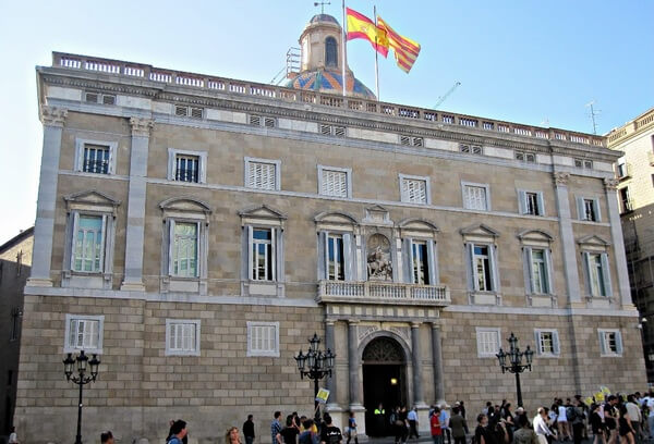 Дворец правительства Каталонии, фасад