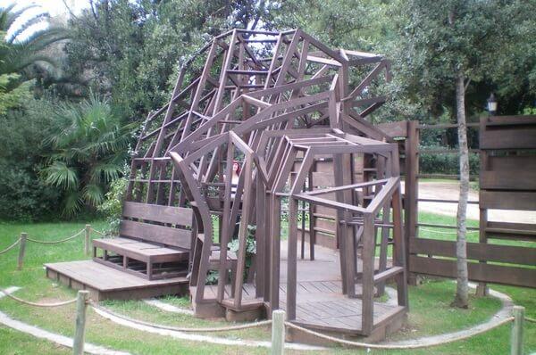 Детская игровая площадка, современное искусство Барселоны