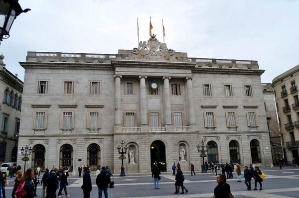 Мэрия Барселоны, Неоклассический фасад