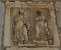 Античная плита с женщинами