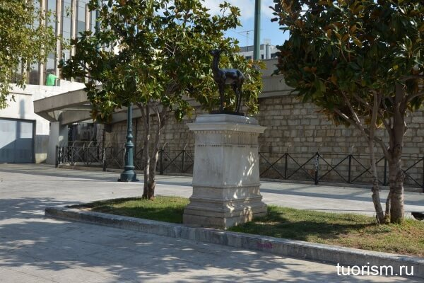Скульптура, площадь Синтагма