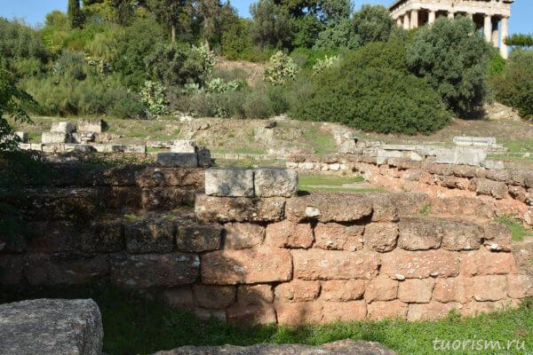 Древнегреческий архив, Афины, метроон, руины, красный кирпич, фундамент