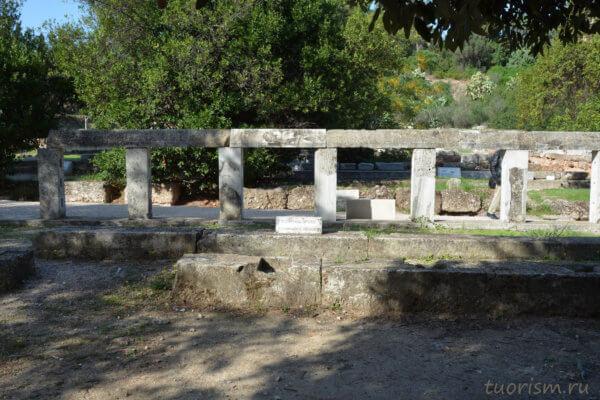 пьедестал, памятник, афинская агора, основатели фил, герои основатели, Афины, что посмотреть, eponymous heroes, monument, Athens, agora, close view