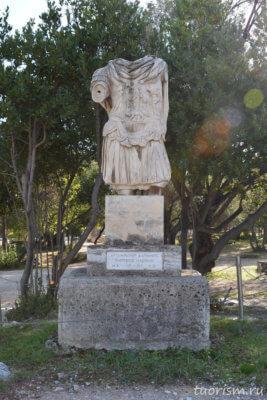 статуя Адриана, император Адриан, без головы, под открытым небом, афинска агора, Афины, Hadrian's statue, agora, Athens, emperor, Hadrian, headless