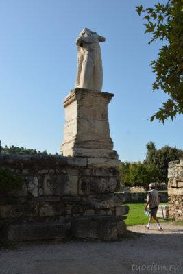гигант, скульптура, под открытым небом, агора, Греция, Афины, одеон Агриппа, что посмотреть, giant, agora, Athens, odeion Agrippa
