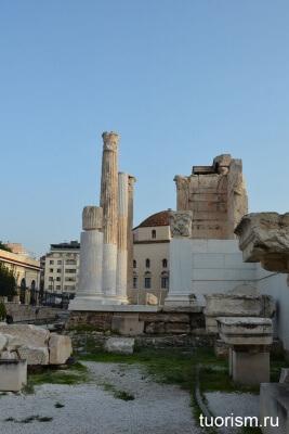 Пропилеи, библиотека Адриана
