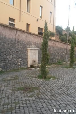 питьевой фонтанчик, Рим, арка Януса, окрестности