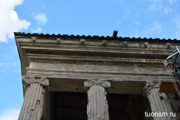 храм Портуна, портик, антаблемент, архитрав, Tempio di Portuno, detail
