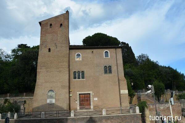 странное здание, переделанное здание, древнеримское, Рим, напротив театра Марцелла
