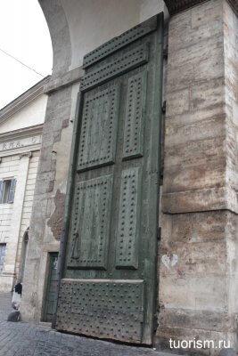створка ворот, ворота Поаоло, римские ворота, Рим, достопримечательность, городские ворота, Аврелианова стена