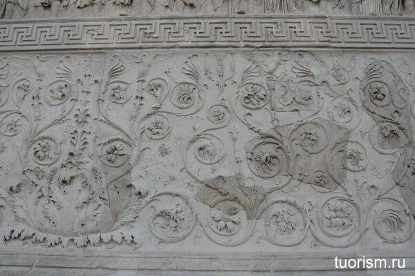 реставрация, горельеф, алтарь Мира, правая стена