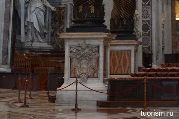колонны, балдахин Бернини, интересная деталь,, основание клонны, собор Святого Петра