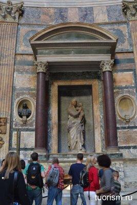 гробница Рафаэля в Пантеоне, что посмотреть, кто похоронен
