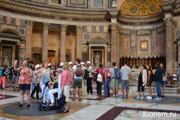 внутри Пантеона, что посмотреть, скульптуры, римский Пантеон, картинки, туристы