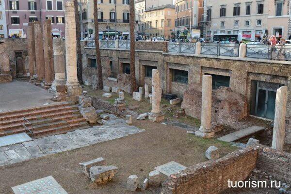 колонный портик, Ларго ди Торре Арджентина, Рим