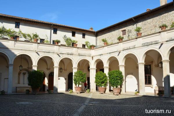 клуатр, вилла д'Эсте, двор, бывший монастырь