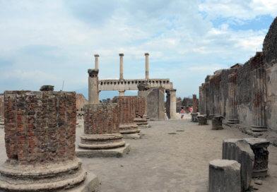 Помпеи, площадь, колонны