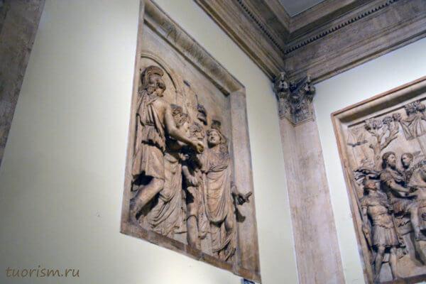 рельеф, панель, Капитолийские музеи, в стене, горельеф, экспонат, Hadrian's Adventus, Capitoline museums, Rome, relief panel, staircase