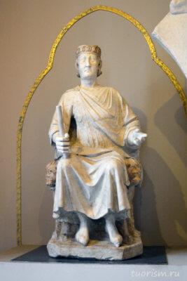 Карл 1 Анжуйский, статуя, сидящий, на троне, мрамор, Капитолийские музеи, Charles I of Anjou, Arnolfo di Cambio, statue, Capitoline museums, Арнольфо ди Камбио
