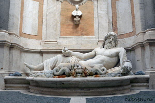Марфорио, Капитолийские музеи, папа Климент 12, бюст, двор, говорящая статуя, фонтан, палаццо Нуово, Marforio, palazzo Nuovo, Capitoline museums, Rome