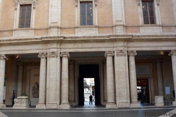 вход, Капитолийские музеи, дворец Консерваторов