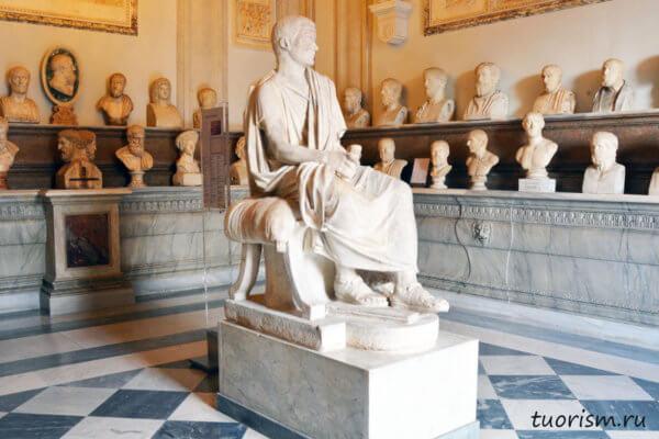 статуя, сидящий мужчина, мраморная статуя, зал философов, палаццо Нуово, Капитолийские музеи, Рим, Hall of the Philosophers, Capitoline museums, palazzo Nuovo