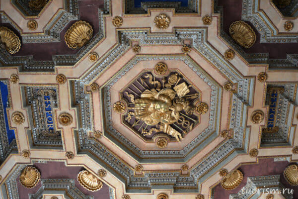 герб, папа Иннокентий 10, потолок, позолота, лепнина, coffered ceiling, coat of arms, Innocent X, Capitoline museums