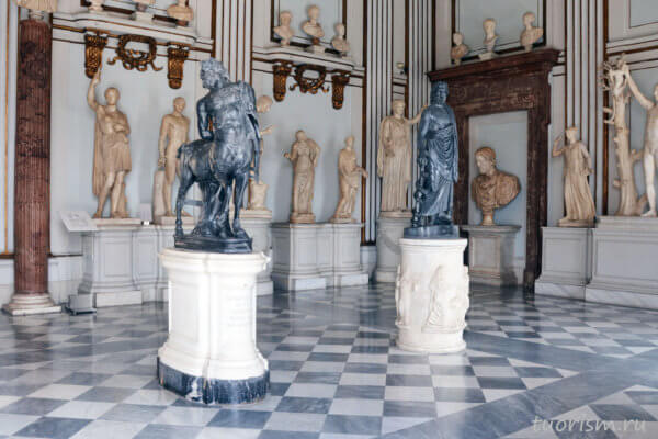 Асклепий, статуя Асклепия, кентавр, старый кентавр, экспонаты, Капитолийские музеи, палаццо Нуово