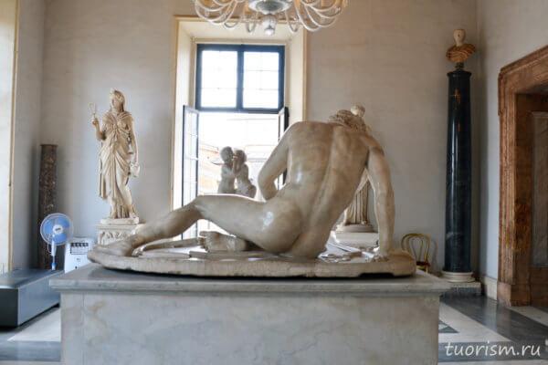 статуя галла, кельт, умирающий кельт, сзади, попа, музей, Капитолийские музеи, Statue, Capitoline Gaul, behind, back, palazzo Nuovo, Rome