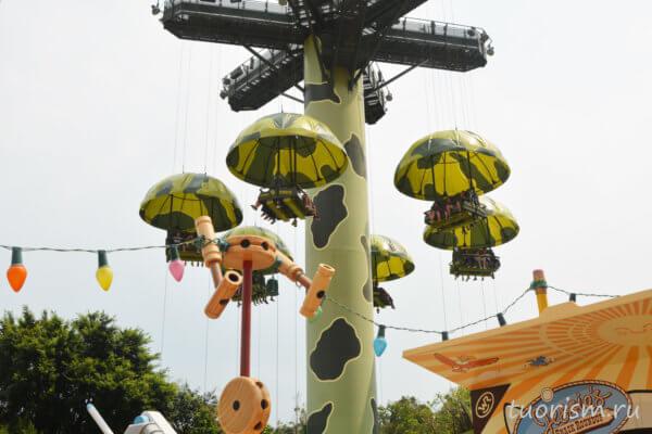 спуск на парашютах, парашюты, аттракцион, свободное падение, Диснейленд, Гонконг, toy soldiers parachute drop, Hong Kong, Disneyland