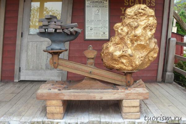 золото, фотозона, ущелье гризли, Диснейленд, Гонконг, gold, photo zone, Disneyland, Hong Kong