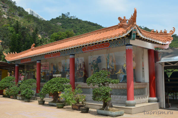 веранда, бодхисатвы, статуи, буддистсские святые, bodhisatva, statues, buddhist saints, monastery, Hong Kong