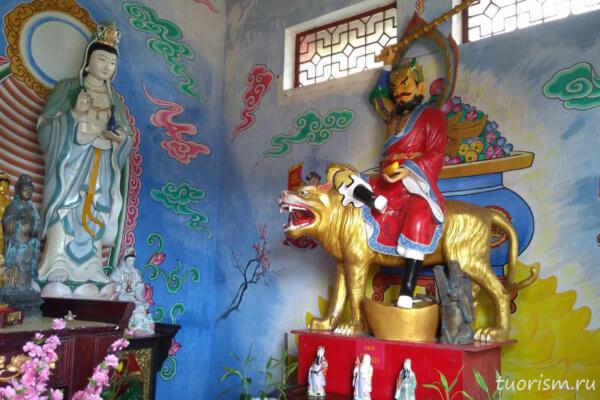 азиатский храм, буддистский храм, пестрый, внутри, Гонконг