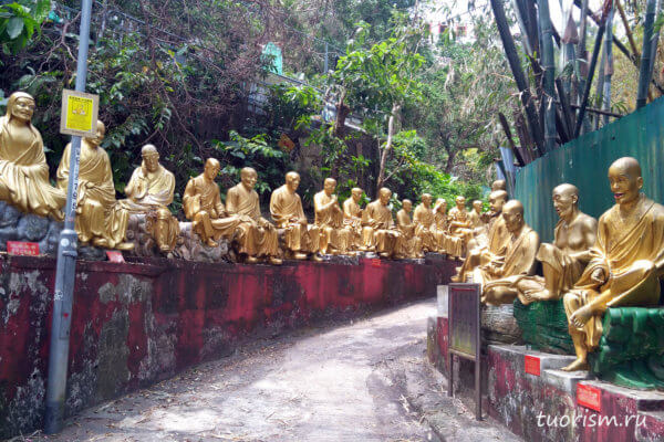 Архаты, монастырь, 10000 Будд, дорога, путь, Гонконг, arhats, 10000 buddhas, way, road, sttes on the sides